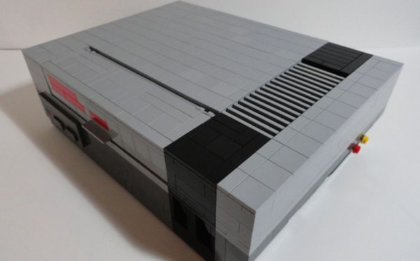 NINTENDO ENTERTAINMENT SYSTEM made of Lego bricks